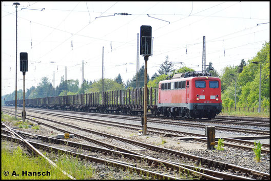 140 815-2 gehört am 11. Mai 2016 bereits zu RBH und erinnert nur noch durch die rote Farbe an ihre Zeit bei der DB. Hier durchfährt sie gerade Leipzig-Wiederitsch