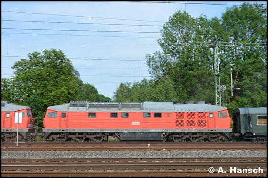 232 535-5 wird am 30. Mai 2018 aus dem DB Stillstandsmanagement Chemnitz geholt. Die Lok wurde von WFL gekauft und soll in Neustrelitz eine neue HU erhalten. 232 527-2 ist die zweite Lok am Haken