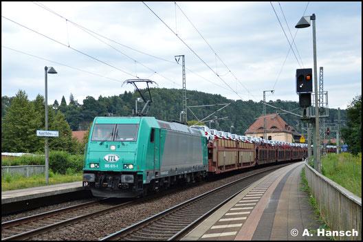 Am 8. August 2016 zieht 185 611-1 von ITL einen Autozug durch den Bf. Rathen gen Pirna