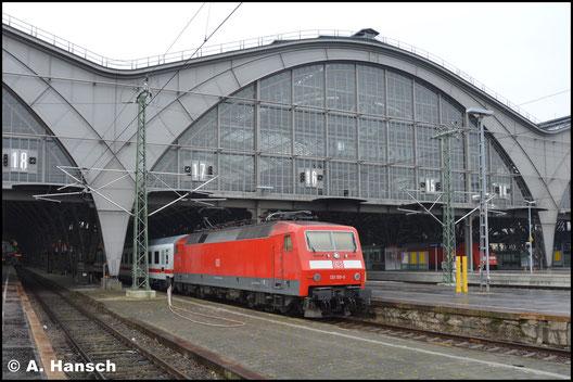 120 159-9 pausiert am 9. Dezember 2016 in Leipzig Hbf. an einem IC