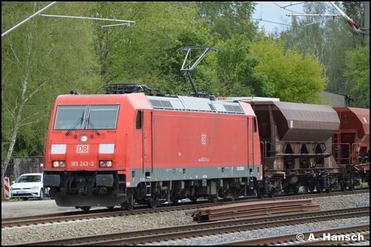 Am 15. Mai 2019 zieht 185 243-3 einen Ganzzug aus Schüttgutwagen durch Leipzig-Thekla