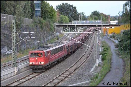 Seit geraumer Zeit sind alle noch bei der DB im Einsatz stehenden 155er mit den rechteckigen Puffern versehen. So auch 155 151-4, die am 14. August 2017 mit GA 47353 fast Chemnitz Hbf. erreicht hat