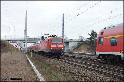 In Französisch-Buchholz (Berlin) treffen sich am 5. Februar 2016 zwei RB5. Links im Bild ist 112 116-9 mit ihrem Zug nach Rostock Hbf. zu sehen