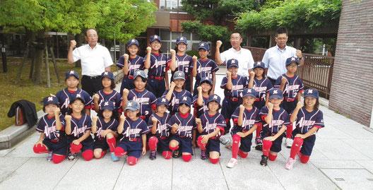 石川県金沢市 森本アップルベリークラブ 全国女子小学生ソフトボール大会出場 市役所表敬訪問