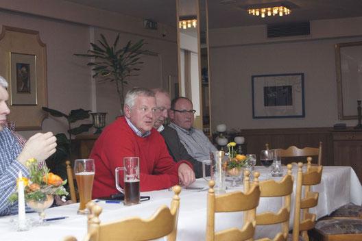 Samtgemeindebürgermeister HAns Hinrich Pape bei seinem Bericht über die Kommunalpolitik
