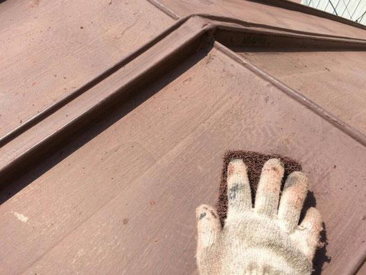 養老町、大垣市、平田町、南濃町、海津町、上石津町、輪之内町で屋根塗装工事中の屋根塗装工事専門店。養老町船附で屋根塗装工事/ケレン作業中