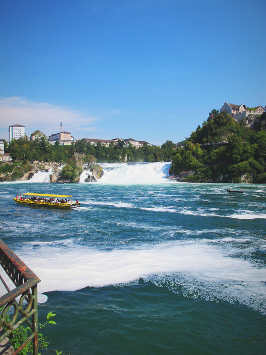 bateau ville chute d eau