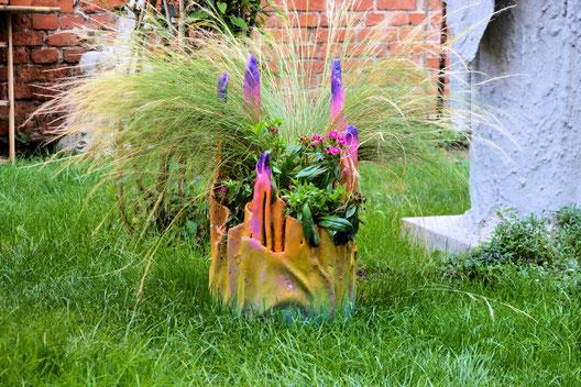 Blumenkübel aus Stoff und zement