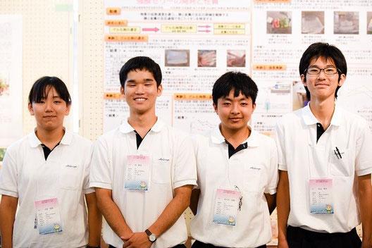 左から 太田風歌さん(3年)、林寿光くん(2年)、佐々木悠陽くん(3年)、杉山純也くん(3年)