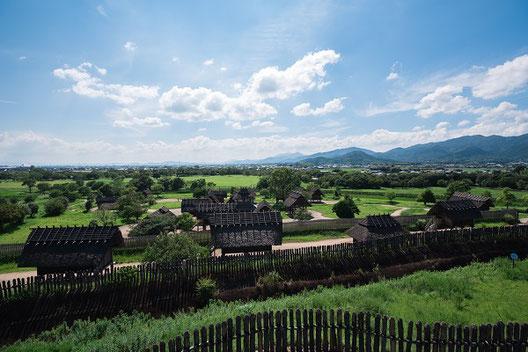 吉野ヶ里遺跡に再現された弥生時代の集落跡