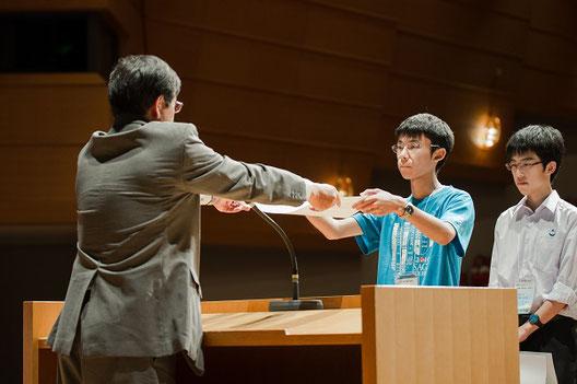 佐賀西高校の発表は、化学部門の奨励賞を受賞しました。