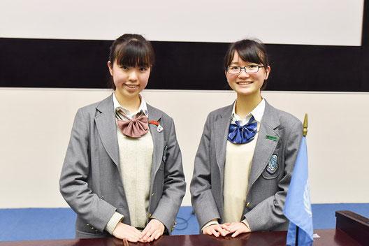 左から 小牧薫子さん(1年)、鶴巻明梨さん(1年)