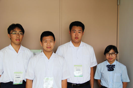 左から 川崎康生くん(3年)、児玉悠泰くん(2年)、中原憧哉くん(2年)、橋本綾華さん(3年)