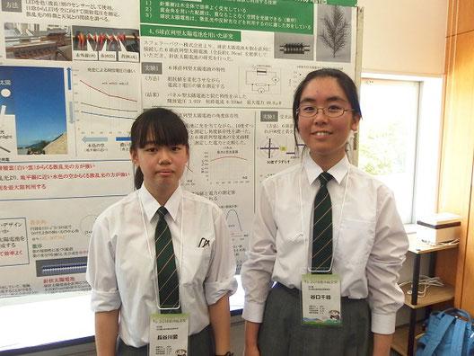 左から 長谷川愛さん(2年)、谷口千尋さん(2年)
