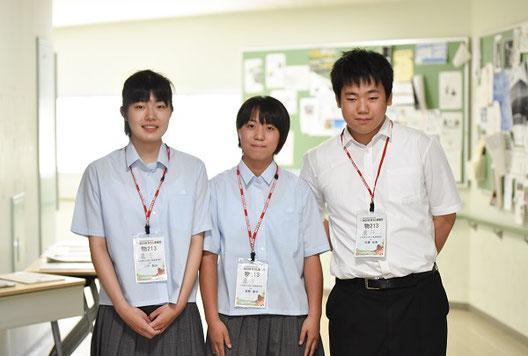 左から 二戸梨沙さん(2年)、富樫優衣さん(2年)、佐藤弘樹くん(2年)