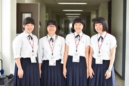 左から、皆川夏凛さん(3年)、石山江莉さん(3年)、水野優里さん(3年)、穴田萌笑さん(3年)