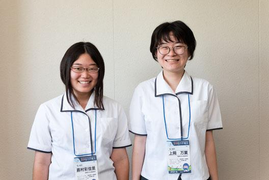 左から 嘉村彩佳里さん、上岡万夏さん(3年)