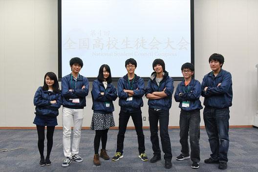 実行委員のメンバーと。中央が須田くん