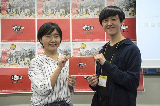 左から、新部長の井上ゆうさん、初代部長の小原涼さん