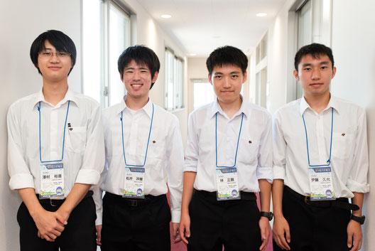左から 澤村裕喜くん(2年)、松井洋樹くん(3年)、林正親くん(3年)、伊藤久允くん(3年)