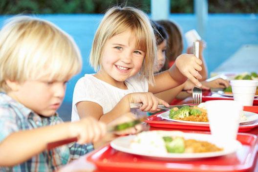 cuánto gana un monitor de comedor escolar