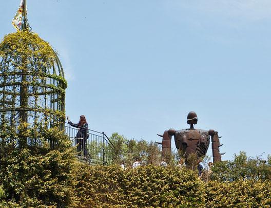 ●三鷹の森ジブリ美術館の屋上に立つ「ロボット兵」です。人気の撮影スポットですが、外からの撮影です。スタンプは、美術館の出口にある小屋にありました(無料エリア)。見あたらない時は、近くにいるスタッフの人に声をかけると親切に教えてくれます。