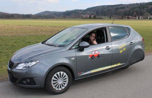 Durch den Umbau und die Drosselung auf 20 PS kann ein normales Auto als dreirädriges Auto zugelassen werden. Mehr Infos dazu bei uns!