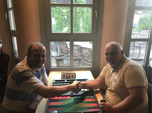 Turniersieger Pavel Zaoral (links) im Finale gegen seinen georgischen Freund Irakli Kvizhanidze
