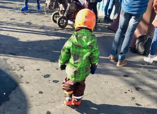 Rutscherli, Eislaufen, belag, helm
