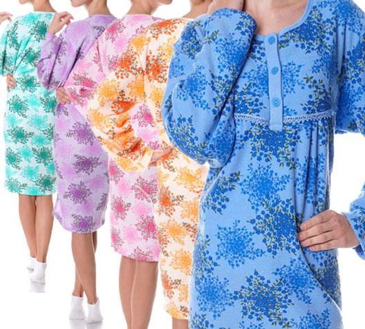 Collectie damesnachthemden. Badstof, verschillende kleuren. Groen, paars, roze, oranje en blauw. Bloemen.