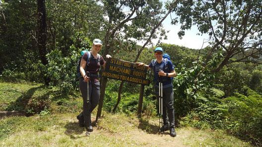 Startpunkt der Machame Route auf fast 200m.ü.M zusammmen mit Sandra