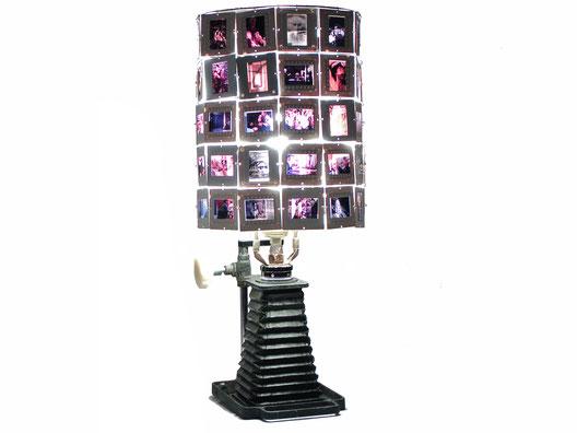 lampe upcycling fait à partir de diapositive et de pièces de chambre noire