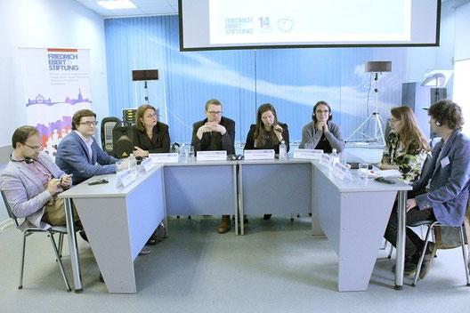 Participants of the panel discussion (from left to right): Valery Nechay, Mikhail Tyurkin, Meike Duelffer, Jens Hildebrandt, Anna Litvinenko, Katrin Voltmer, Svetlana Bodrunova, Dennis Lichtenstein.