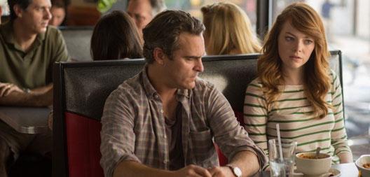 Ab diesem Moment ändert sich was: Abe Lucas (Joaquin Phoenix) lauscht einem Gespräch am Nebentisch