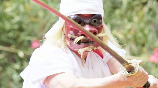 映画「ねぼけ」は宮崎新富町に伝わる新田神楽の幻想的な演舞をおさめた映画でもある。