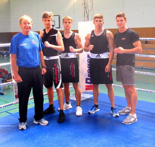 Unser Team in Darmstadt: Kurt, Lukas, Nikos, Liri und Alex