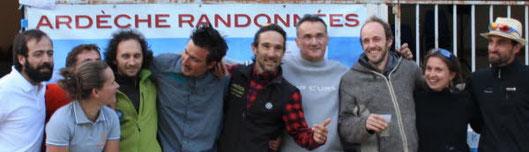 Photo de groupe de l'équipe d'accompagnateurs d'Ardèche Randonnées