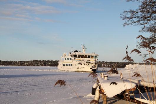 Auch im Winter sind die Schären per Schiff erreichbar.