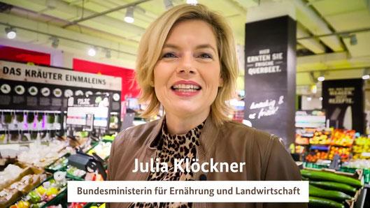 »Du entscheidest«, spricht Frau Klöckner den Zuschauer an. Quelle: BMEL/Photothek/Ronny Hartmann