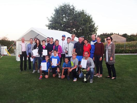 Ehrengäste mit den Siegern/Innen der Marktmeisterschaft 2016