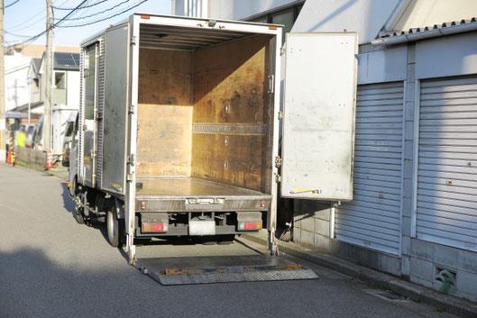 パワーゲート付きのトラック