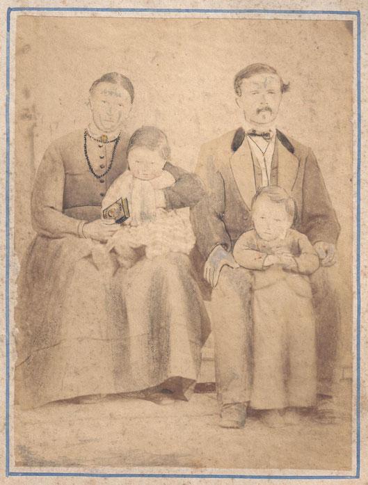 Vierköpfige Familie (noch nicht identifiziert)