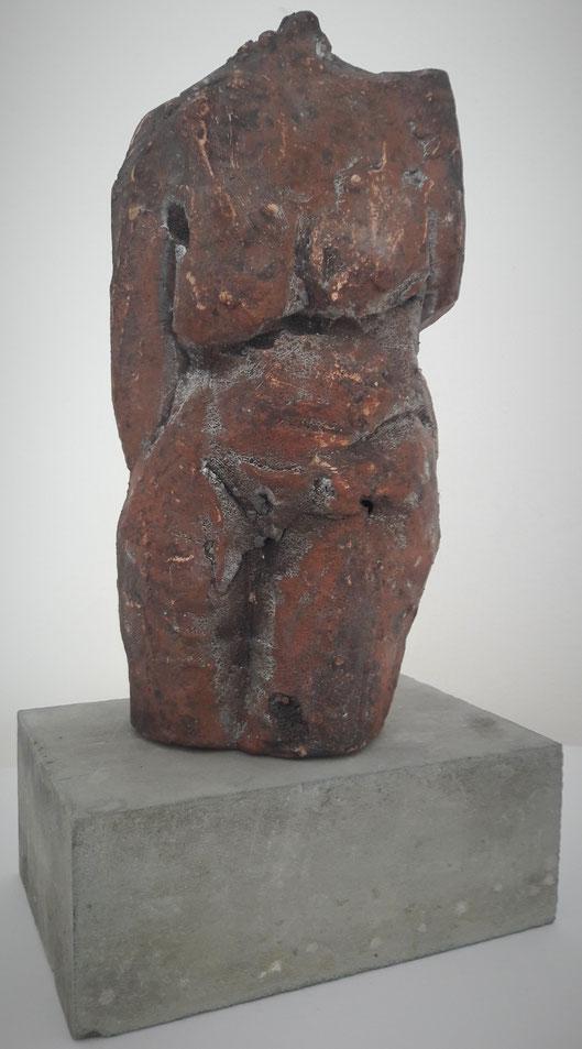Stehende Bronze; Maya Franzen; Exponat  www.kunst-werk-niederbayern.com