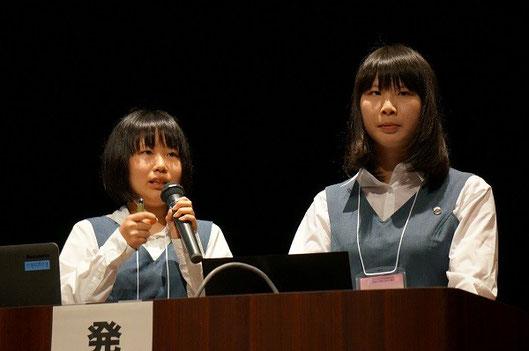 左から、笹本恵利子さん、木村明日香さん(3年)