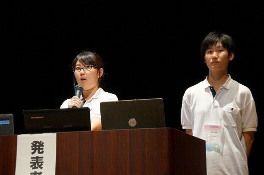 左から下世綾香さん(3年)、長尾愛美さん(3年)