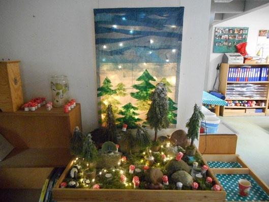 クリスマスが近かったので、教室中にクリスマスにまつわるものが置いてある