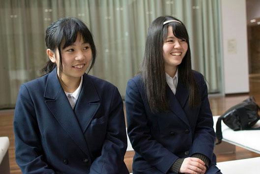 左が小澤詩織さん、右は根本美由樹さん