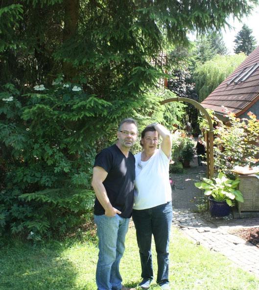 Mein Mann und ich am Tag der offenen Gartenpforte 2014 es waren über 350 Gäste da. WOW