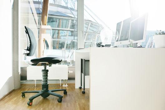 3Dee Bürostuhl am Büroarbeitsplatz