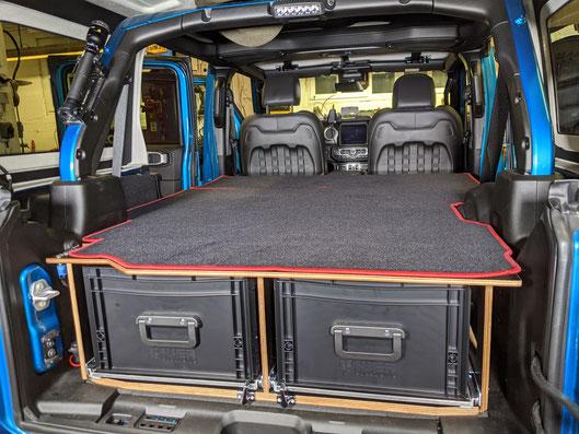 Bequem zu zweit im Jeep Wrangler JKU schlafen